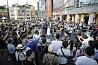 Agnes C.H. Lin et son groupe «Change world with music» réalisent un flashmob militant de sauvegarde de la démocratie sur l'une des place les plus fréquentées de Taipei.