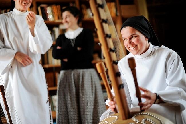 Monastère de Notre-Dame de Beaufort – Reportage photographique et sonore sur le quotidien des moniales dominicaines du monastère de Notre-Dame de Beaufort.